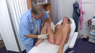 prohlidka-zeny-na-ceske-gynekologii-10.mp4 (8)
