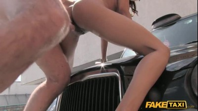 ft1231_taxi_driver_gets_lucky_twice_with_super_hot_babe_480p.mp4