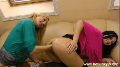 hotkinkyjo-belly-bulge-and-eblow-deep-fisting-with-amy.mp4