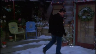 Joey.S02E13.Joey.a.vanocni.party.WS.DVDRip.XviD.CZ.avi (3)