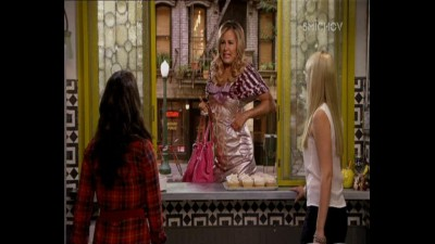 2 socky -  2 Broke Girls ( serial 2013 ) S03E03 CZ.mp4 (8)