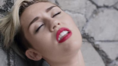 Miley Cyrus - Wrecking Ball -.mp4 (8)