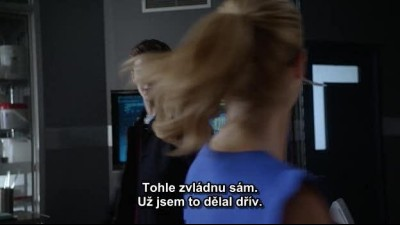 The Flash S01E08-FLASH VS. ARROW CZ Titulky v obraze.avi