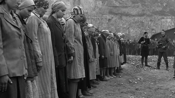 Schindlers.List.1993.1080p.BrRip.x264.YIFY.mp4