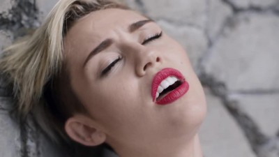 Miley Cyrus - Wrecking Ball -.mp4 (4)