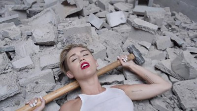 Miley Cyrus - Wrecking Ball -.mp4 (6)