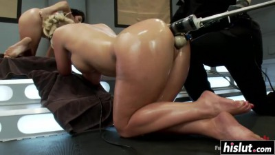 hot-beauties-test-out-some-toys.mp4