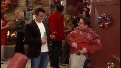 Joey.S02E13.Joey.a.vanocni.party.WS.DVDRip.XviD.CZ.avi - DATATOR.cz