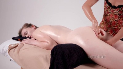 Náhled Emily Bloom 16 hands in erotic massage.mp4 (5)