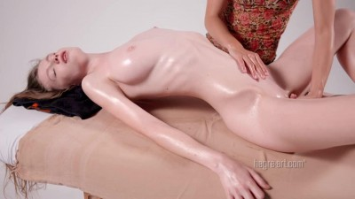 Náhled Emily Bloom 16 hands in erotic massage.mp4 (9)