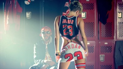 23 feat. Miley Cyrus, Wiz Khalifa, Juicy J - Mike WiLL Made - It (HD) (1080p).mp4