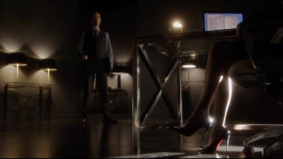 Arrow S01E22 CZ Dabing 22. Darkness on the Edge of Town.avi