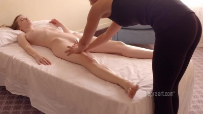 Náhled Emily Bloom - Erotic Room Service Massage.mp4 (4)