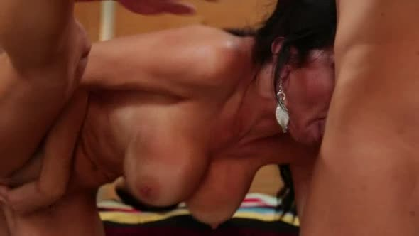 Scene 1_Veronica Avluv.mp4
