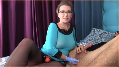 zrala-domina-predvadi-strap-on-show_hd.mp4