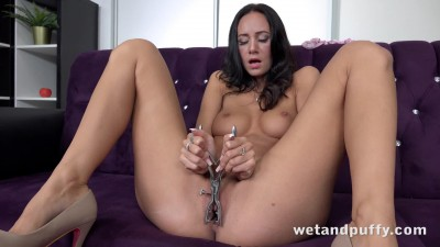 wetandpuffy-eveline-neill-sensual-toy-play_1080p.mp4